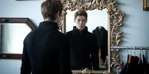 Почему нельзя смотреть в зеркало когда плачешь